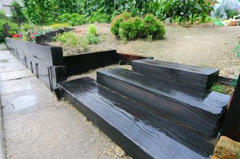 農園への階段